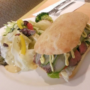 牛排三明治