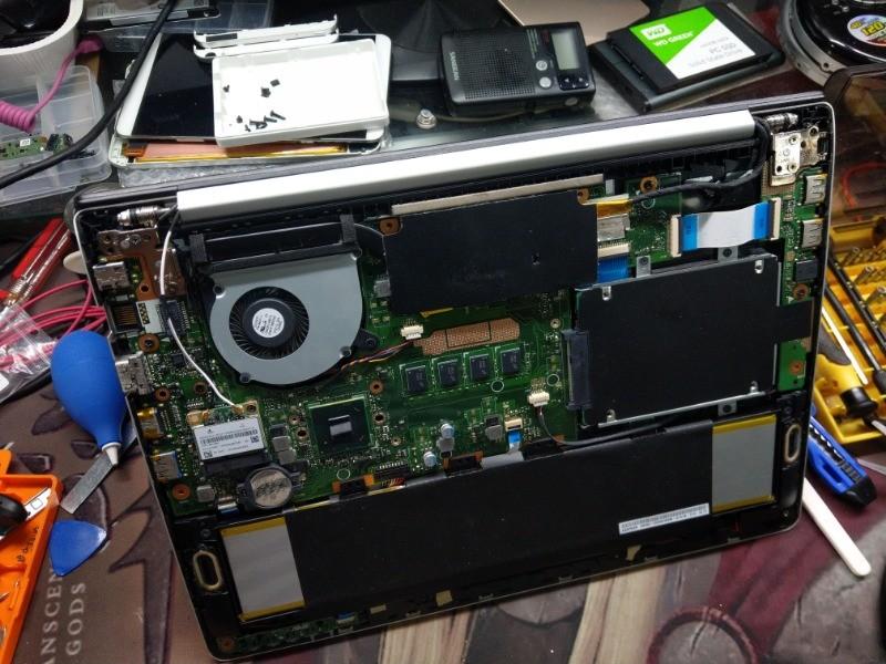 墜落自月球,支離破碎的筆電